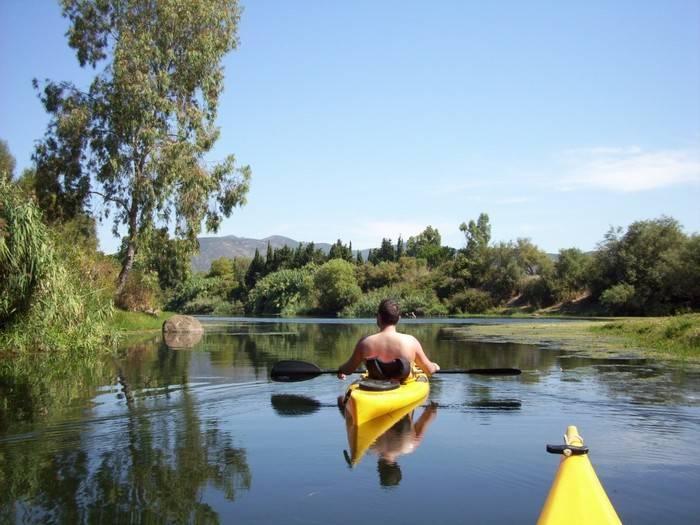Kayak nel fiume Coghinas in Sardegna