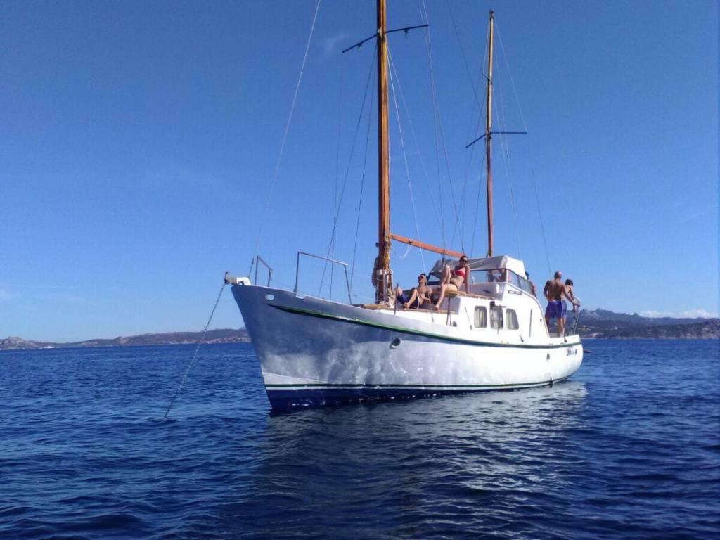 Gita in barca nell'Arcipelago di La Maddalena in Sardegna